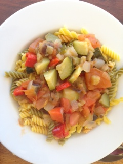 Gemüse mit Nudeln