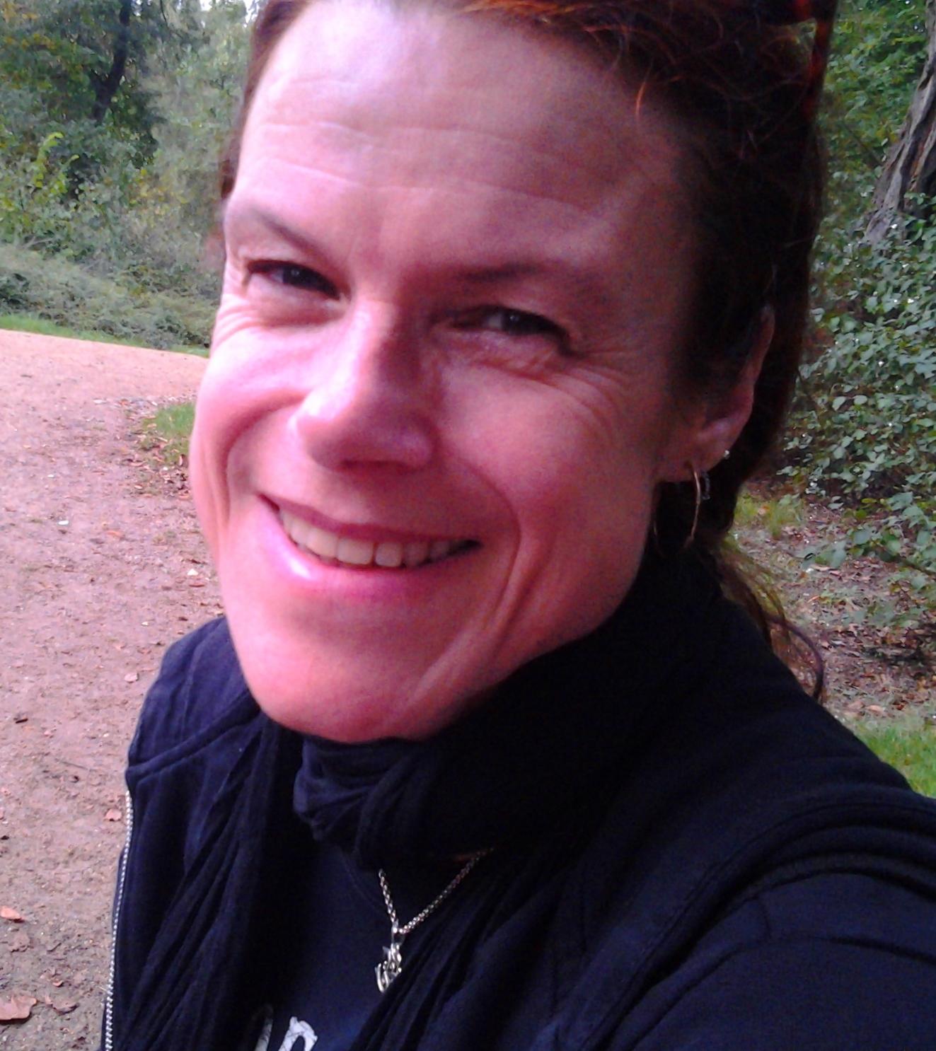 Ute Herrmann berichtet ihre Erfahrungen mit dem Cytolisa Test: Blähbauch, Blähungen und geschwollene Finger werden besser nach dem Cytolisa Test mit Ernährungsumstellung